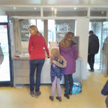 Une épicerie gérée par 100 familles à raison d'une contribution en temps de 2H/mois
